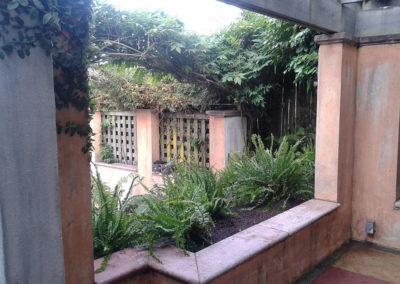 stone-planter-landscape-design